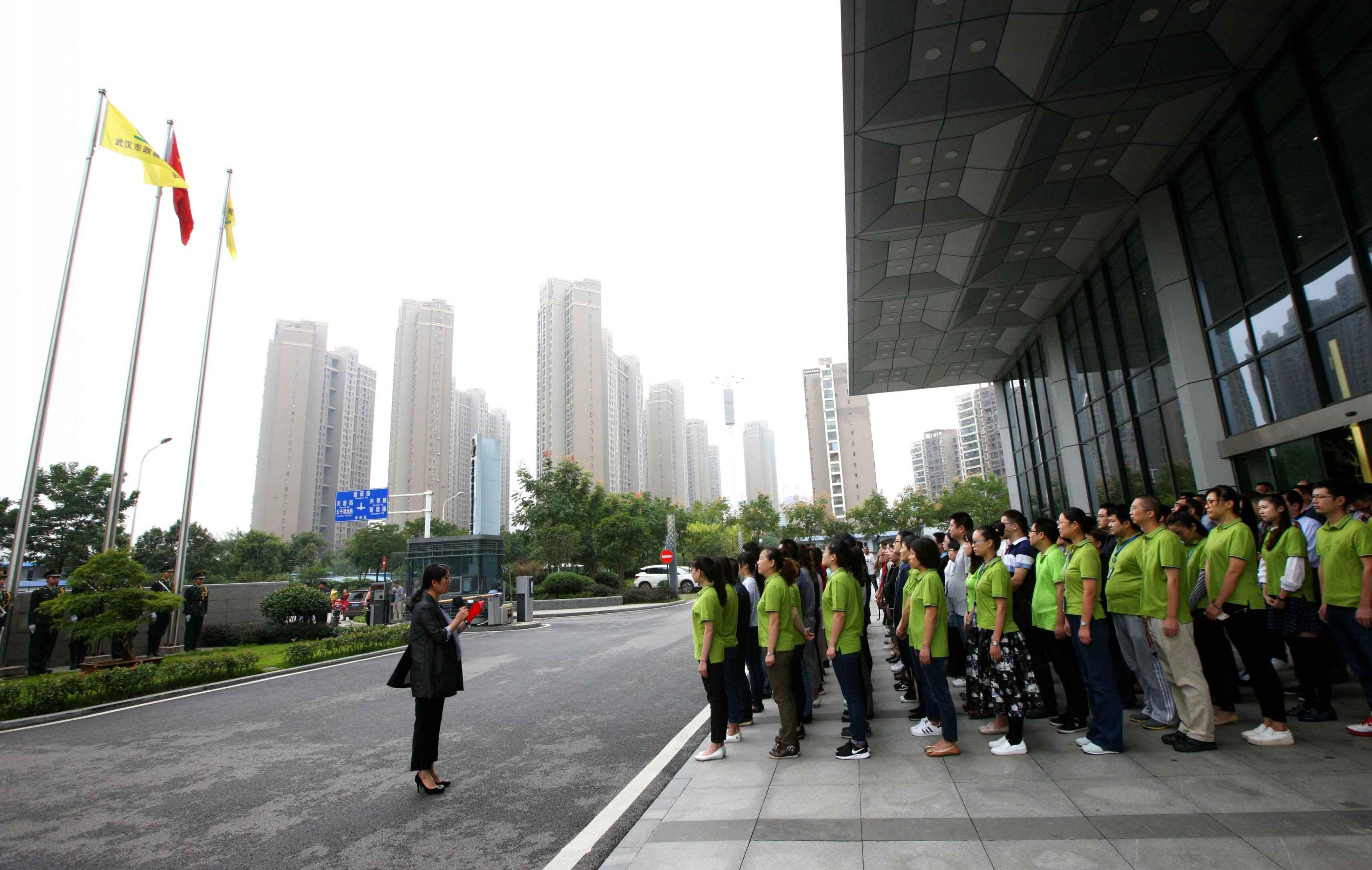 市政集团组织升旗仪式3.jpg