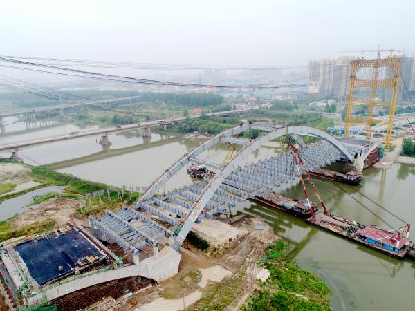 [s][桥梁企业]战天斗地 负重前行 新河桥主体结构提前贯通 拍摄:何佳 (2)_副本_副本.jpg