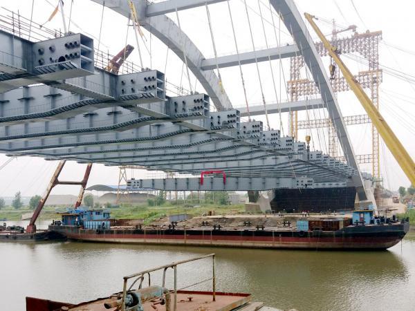 [s][桥梁企业]战天斗地 负重前行 新河桥主体结构提前贯通 拍摄:何佳_副本.jpg