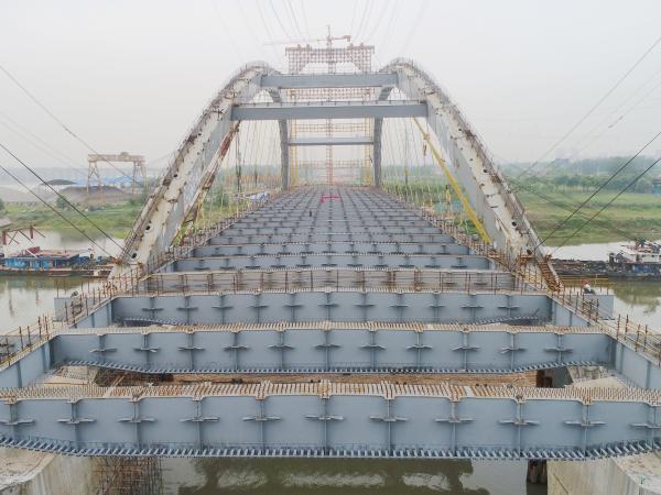 [s][桥梁企业]战天斗地 负重前行 新河桥主体结构提前贯通 拍摄:何佳_副本_副本.jpg