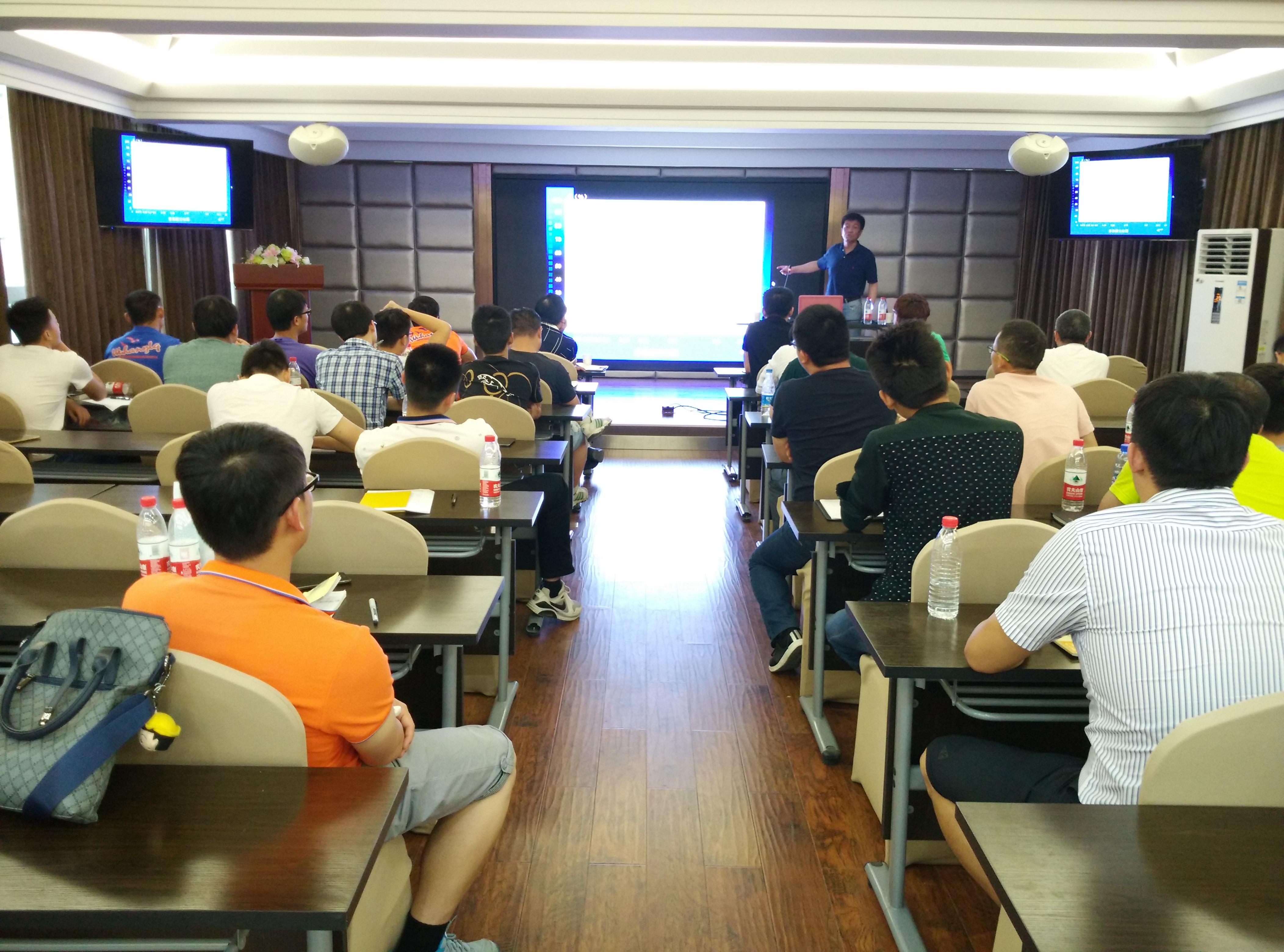 李教授正在讲解试验检测专业常识(1).jpg